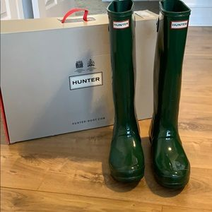 Hunter glossy green adjustable boots